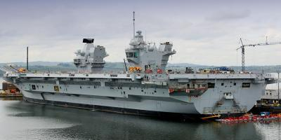 HMS Queen Elizabeth gets ready for departure from Rosyth