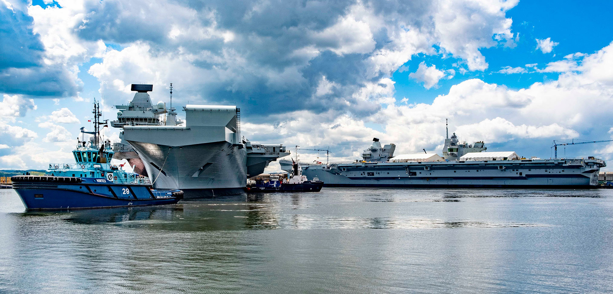 HMS Queen Elizabeth completes dry docking period and leaves Rosyth