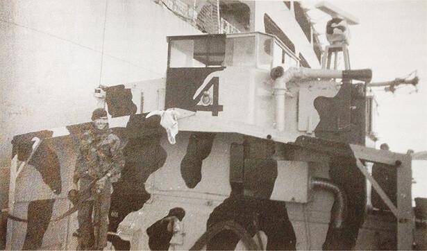 HMS Fearless LCU F4